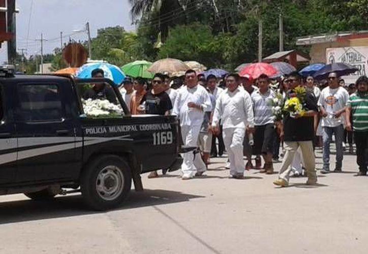 Cortejo fúnebre en la comisaría de Dzi, Tzucacab, tras la muerte de dos personas a balazos. Este martes el agresor fue condenado a 49 años de cárcel. (Foto de archivo de SIPSE)