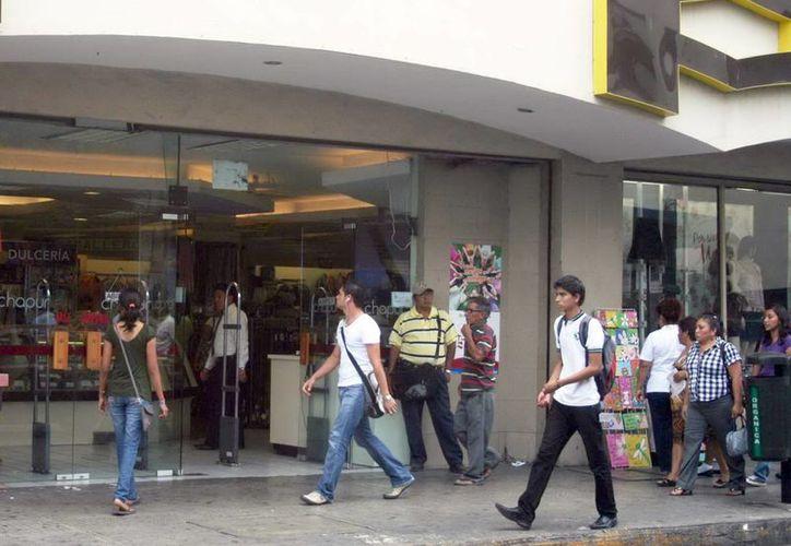La fuente masiva de datos se puede usar en las estrategias comerciales. Imagen de las puertas de una tienda departamental. (Milenio Novedades)