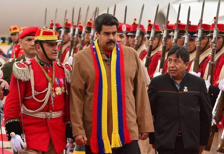 Maduro a su llegada al aeropuerto internacional de Viru Viru en Bolivia. (EFE)