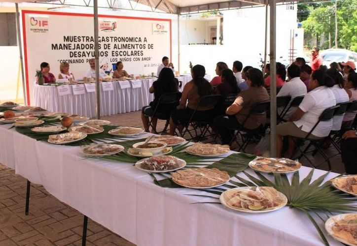 Realizaron muestra gastronómica en el DIF. (Raúl Balam/SIPSE)