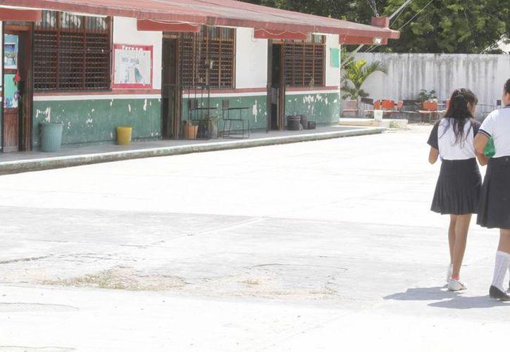 Disminuye la presencia de estudiantes en las escuelas por lluvias. (Sergio Orozco/SIPSE)