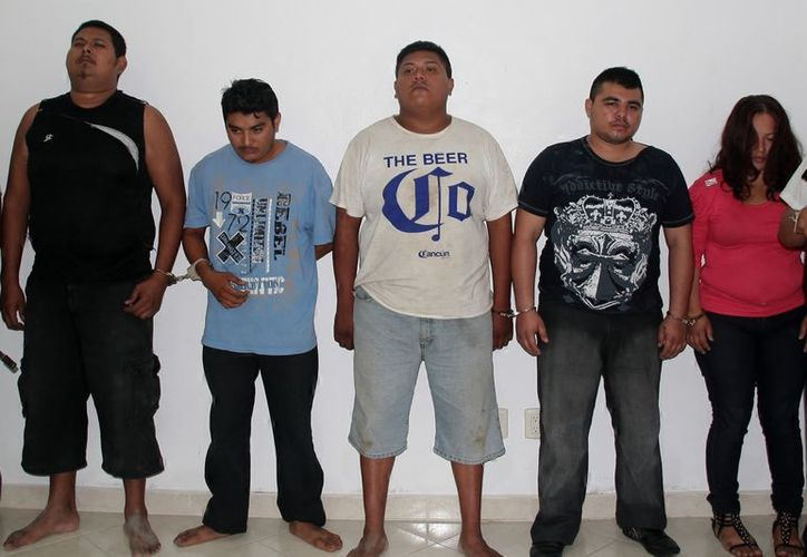 Los presuntos involucrados en la ejecución de los empresarios fueron presentados a la prensa. (Redacción/SIPSE)