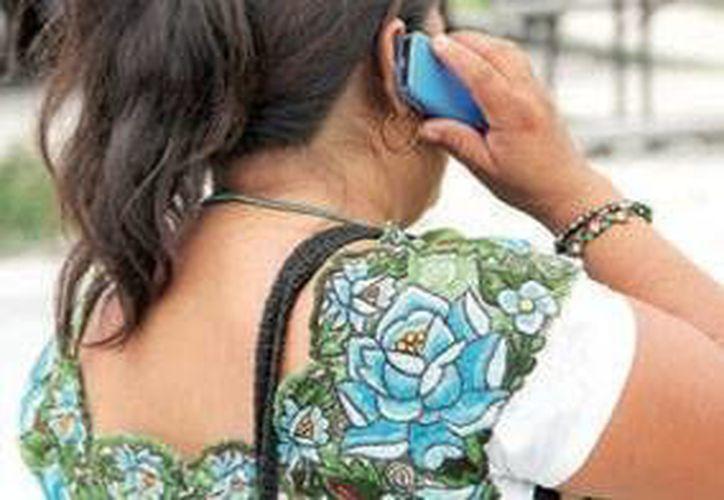 El proceso de solicitud de asesoría médica vía telefónica resulta complicado para algunas personas. (Tomás Álvarez/SIPSE)
