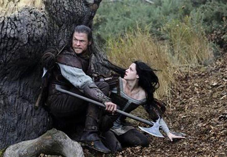 Kristen Stewart mantuvo una relación con el director de Blancanieves y la leyenda del cazador. (Agencias)