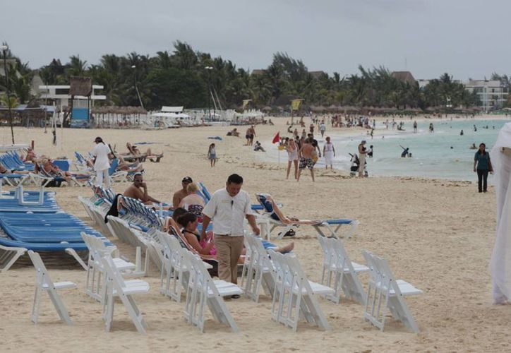 Con la regularización de predios que están frente al mar, se compromete a los dueños a involucrarse con el mantenimiento de los arenales.  (Adrián Monroy/SIPSE)
