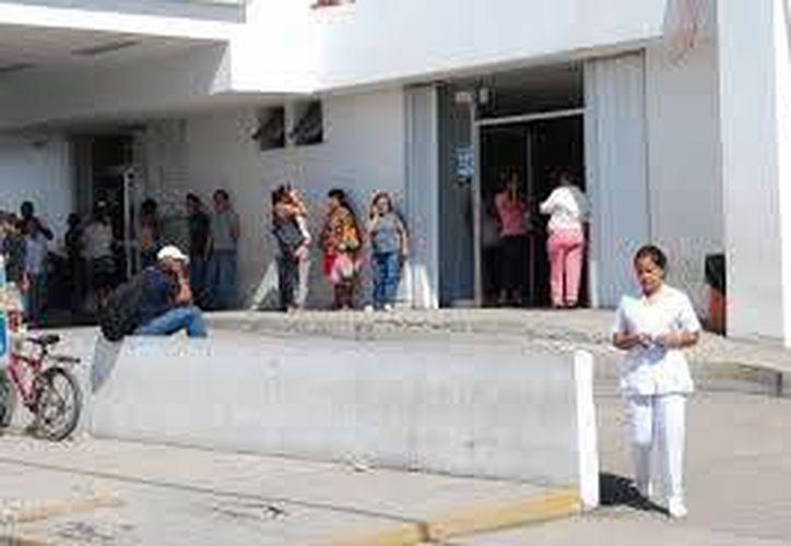 Los trabajadores fueron atendidos en el Hospital General. (Redacción/SIPSE)
