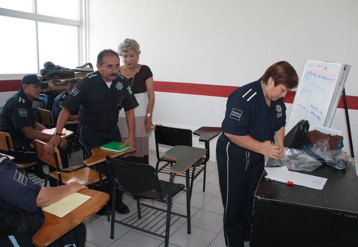 En la prueba psicológica a los policías se estudia el perfil e incluyen sus estados de ánimo o sentimientos depresivos. (Marco Do Castella/SIPSE)