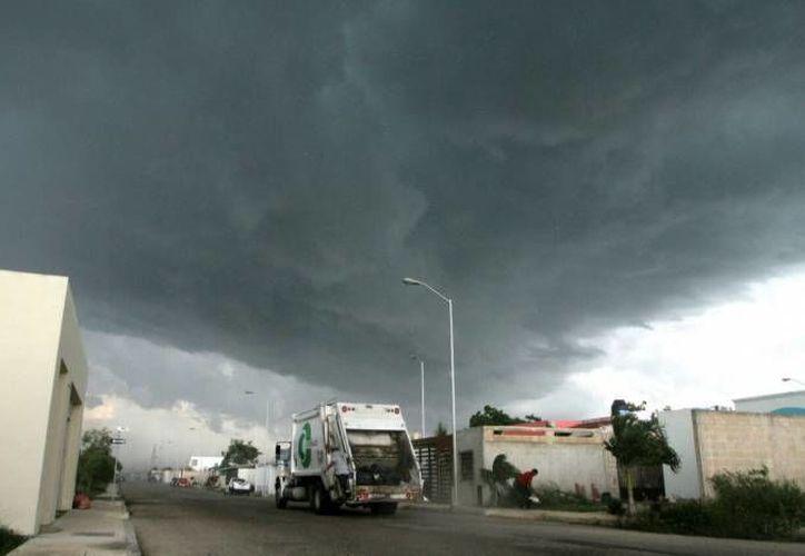La Conagua pronostica tormentas y chubascos para este domingo en Yucatán. Ello podría estar acompañado de actividad eléctrica. (SIPSE)