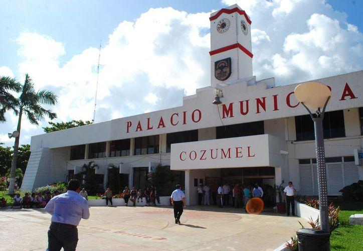 Los trabajadores de la Comuna reciben su aguinaldo en una primera parte en diciembre. (Gustavo Villegas/SIPSE)