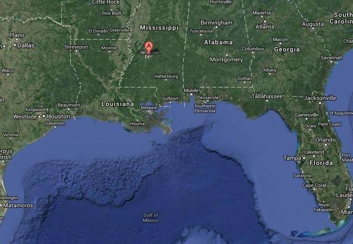 Arturo Fomperosa Rodríguez, quien estaba en la casa de Mississippi (mapa) donde fue hallado el cadáver de un agente antinarcóticos, fue acusado de tenencia ilegal de un arma de fuego. (Google Maps)