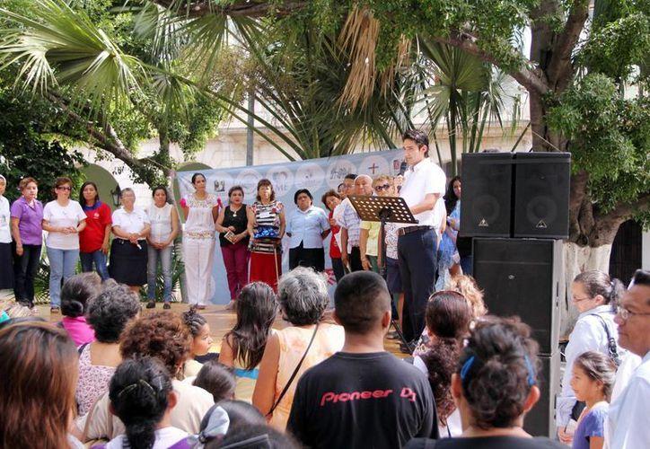 La Feria del Altruismo se realizó en la Plaza Grande con la participación de 23 asociaciones. (Milenio Novedades)