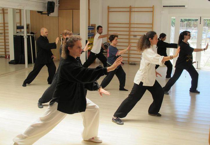 Los ejercicios serán supervisados por un profesional que analizará las fortalezas de los adultos mayores. (Contexto/Internet)