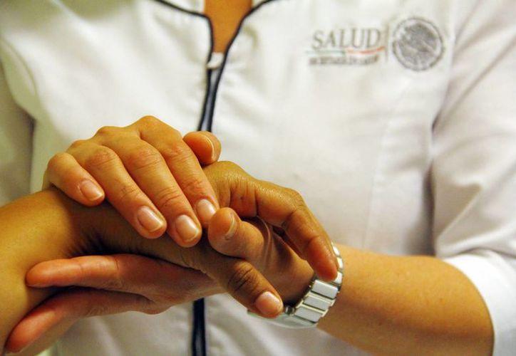 """Profesionales evitan que el enfermo se someta a procedimientos """"dolorosos"""". (Milenio Novedades)"""