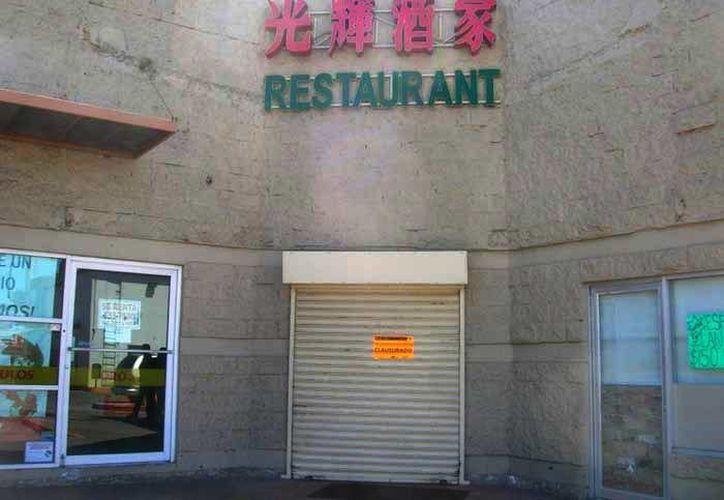 En las últimas horas seis restaurantes de comida oriental  fueron clausurados por diversas irregularidades, entre las que destacan el hallazgo de jaulas y pelaje de perro. (Héctor Ortiz/Zeta de Tijuana)
