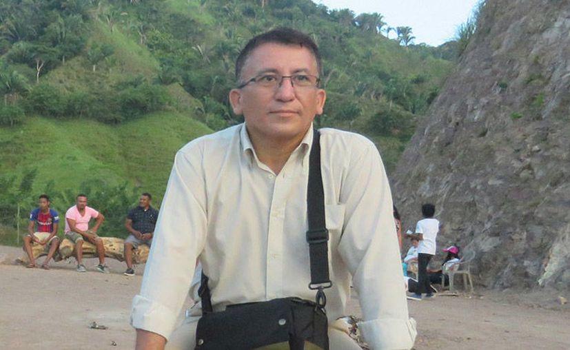Bartolo Fuentes fue subido a una patrulla para iniciar su expulsión de Guatemala. (Foto: Internet)