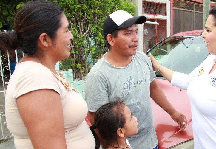 La candidata al Senado, Mayuli Martínez, reiteró que el empleo parcial e incluso a domicilio, debe de ser equivalente al trabajo de tiempo completo. (Foto: Redacción)