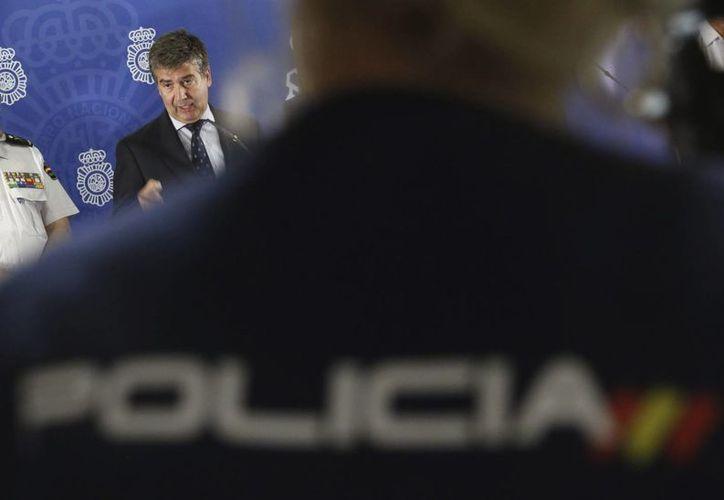 Durante el operativo para decomisar la droga, también se incautaron 1.2 millones de euros y una pistola. (Archivo/EFE)