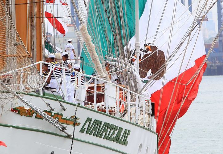 Actualmente navegan con el buque Cuauhtémoc 81 cadetes, entre los que hay 17 mujeres. (EFE)