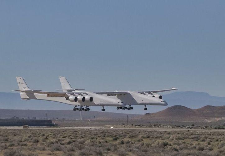 El avión posee una superficie equivalente a un campo de fútbol y constituye un récord en la historia de la aviación. (Twitter: @thejackbeyer)