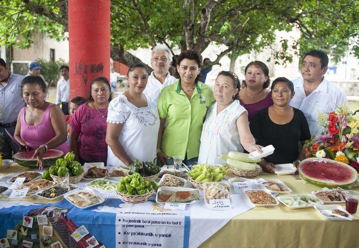 La señora Sarita Blancarte recorrió los módulos de toma de glucosa, revisiones de presión arterial, peso y talla en los municipios visitados. (SIPSE)