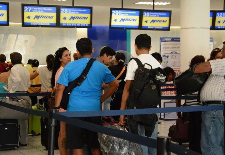 El reporte indica que fueron 425 vuelos internacionales y 191 nacionales los que se contabilizaron.  (Yajahira Valtierra/SIPSE)