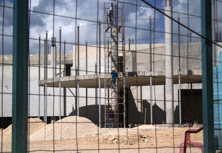 Se prevé que la obra civil esté liste a más tardar en abril, para luego dar paso al equipamiento de lo que será el nuevo palacio municipal. (Octavio Martínez/SIPSE)