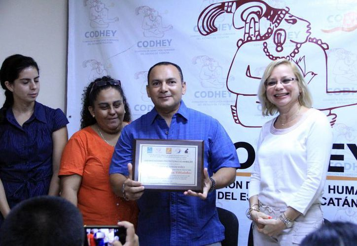 Excomandante del Escuadrón Canino, José Arjona, recibió distinción. (Milenio Novedades)