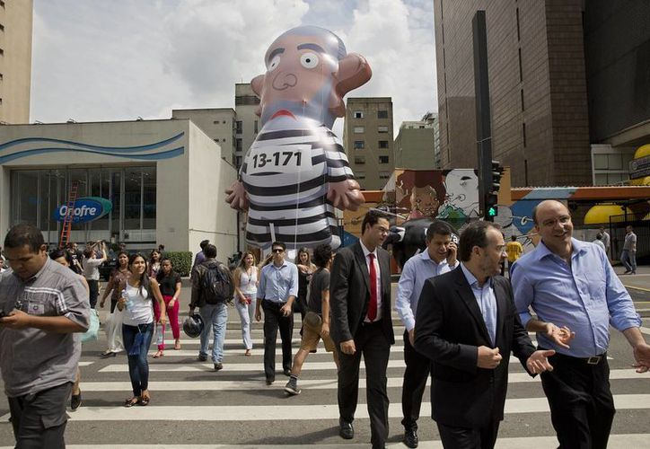 La incertidumbre política que vive Brasil desde hace meses también tiene serias implicaciones en su economía. (AP)