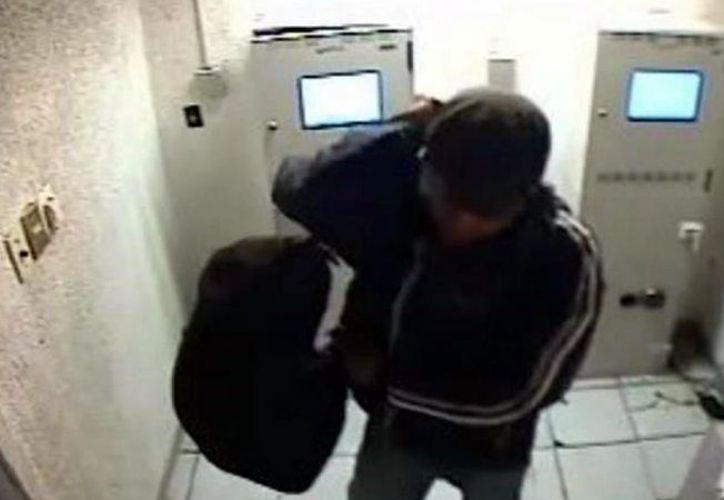 La policía difundió unas fotos del presunto ladrón. (Foto: Agencia/La opción)