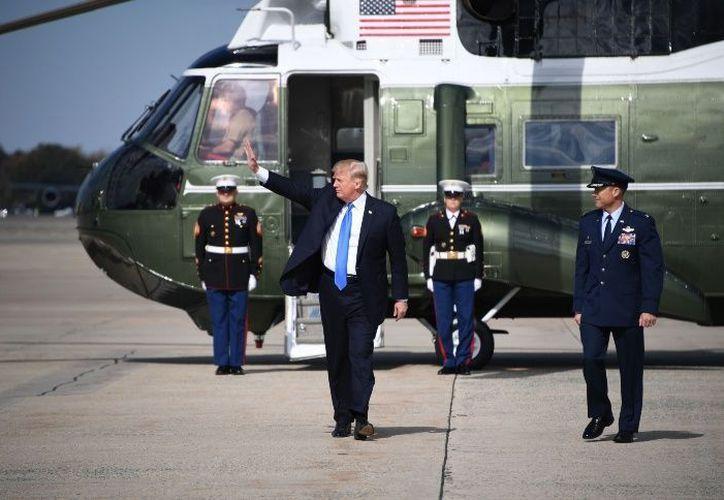 Trump fue interrogado por la prensa desde el avión presidencial Air Force One. (Foto: AFP)