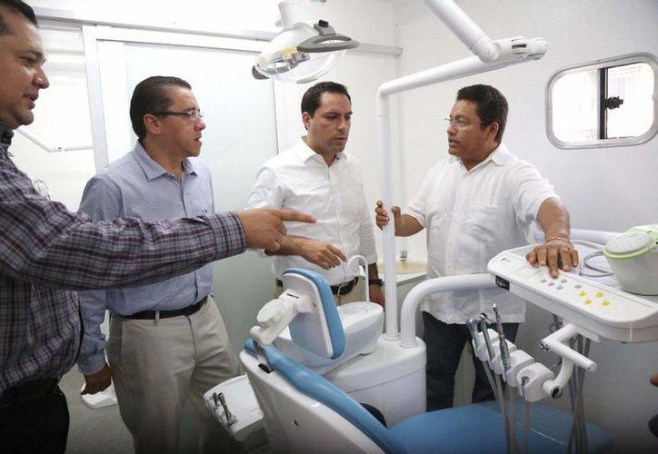 El Ayuntamiento invirtió casi 2 millones de pesos en una unidad dental móvil, que ya puesta en marcha. (Foto cortesía del Ayuntamiento de Mérida)