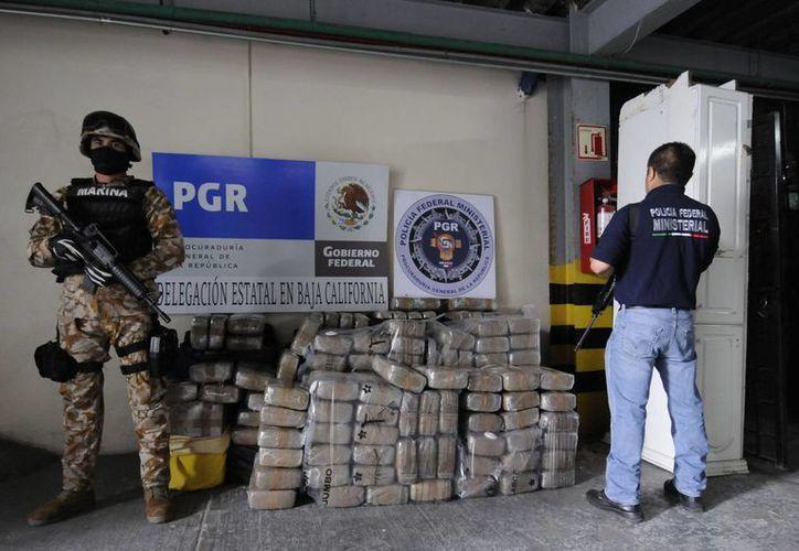 Al ingresar la droga a México es difícil que sea detectada, aseguró el general John Kelly, responsable del Comando Sur de EU. Imagen de archivo de una cargamento de cocaína decomisado en Baja California, México( Arhivo)