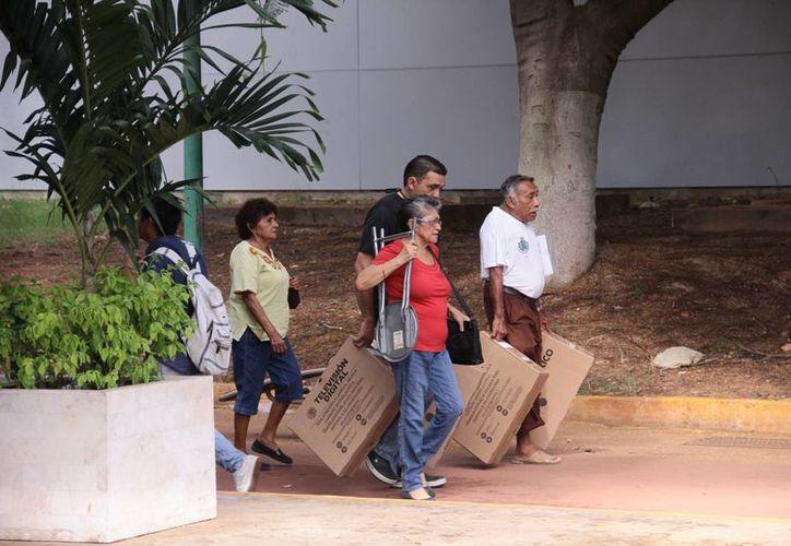 La Secretaría de Desarrollo Social (Sedesol) por medio de su delegación en Yucatán recordó que la entrega de televisores del programa <i> Televisión Digital Terrrestre (TDT)</i> para los beneficiarios de sus programas sociales, concluye pasado mañana viernes.- (SIPSE)