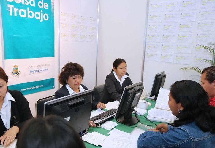 Las cifras del Inegi revelan que 2.5 millones de personas no tienen empleo, a pesar de que está en edad de trabajar. La foto es de una feria de empleo, en Mérida. (Archivo/Cortesía)