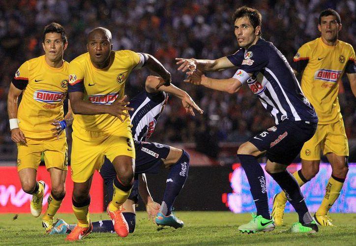 Christian Benitez anotó al 50' y al 70'. (Foto: Agencias)