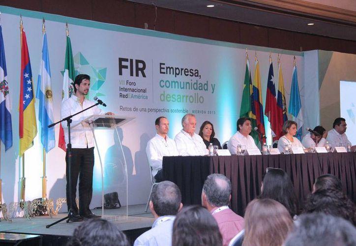 Antonio González Blanco, director del Instituto Municipal de la Juventud, habla en representación del alcalde meridano, Renán Barrera Concha. (SIPSE)