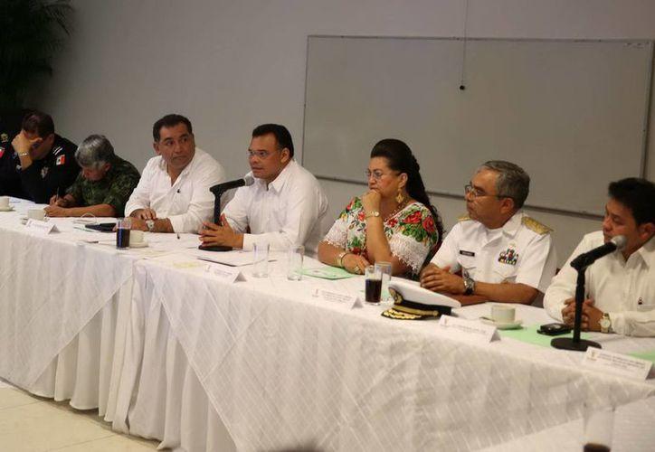 Diversos funcionarios municipales, estatales y federales asistieron a la reunión con alcaldes del sur de Yucatán. (Milenio Novedades)