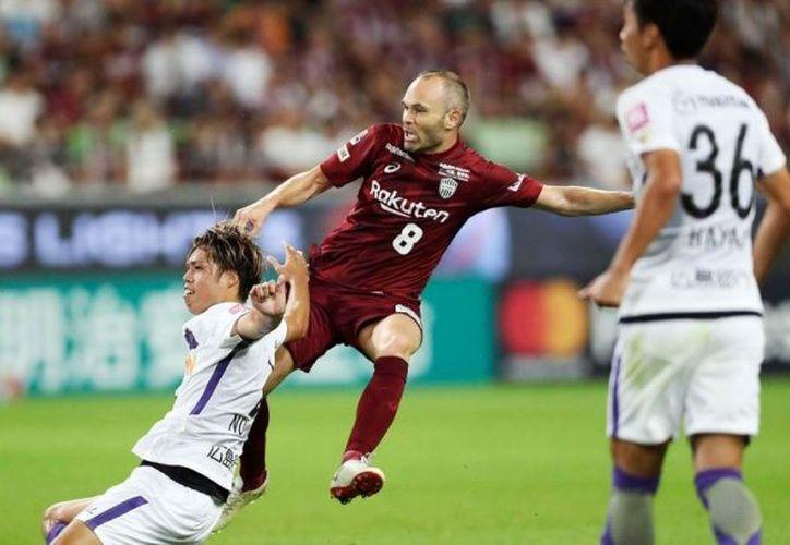 Iniesta abrió el marcador a los 17 minutos en el empate por 1-1, entre el Vissel Kobe y el Sanfrecce. (AP)