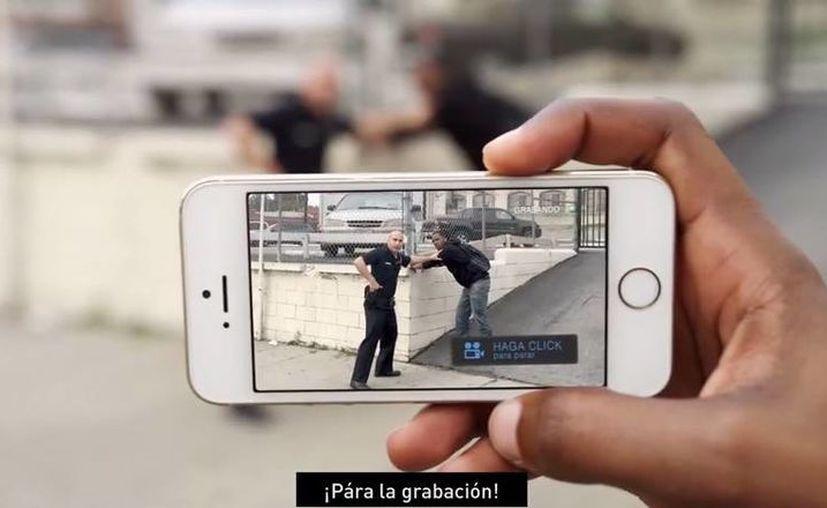 Los videos registrados con 'Mobile Justice CA' se conservarán aunque el usuario pierda su equipo o le sea decomisado. (Captura de pantalla/YouTube)