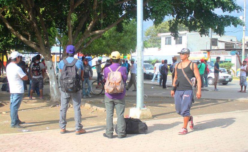 Los centroamericanos se desempeñan principalmente en albañilería. (Daniel Pacheco/SIPSE)