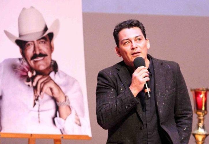 José Manuel Figueroa participó en la Octava Edición de la Convención Monitor Latino en donde anunció una nueva canción en honor a su padre Joan Sebastian. Imagen de archivo de las ceremonias fúnebres que se realizaron en el Centro Cultural Roberto Cantoral, en honor del cantautor fallecido. (Archivo/Notimex)