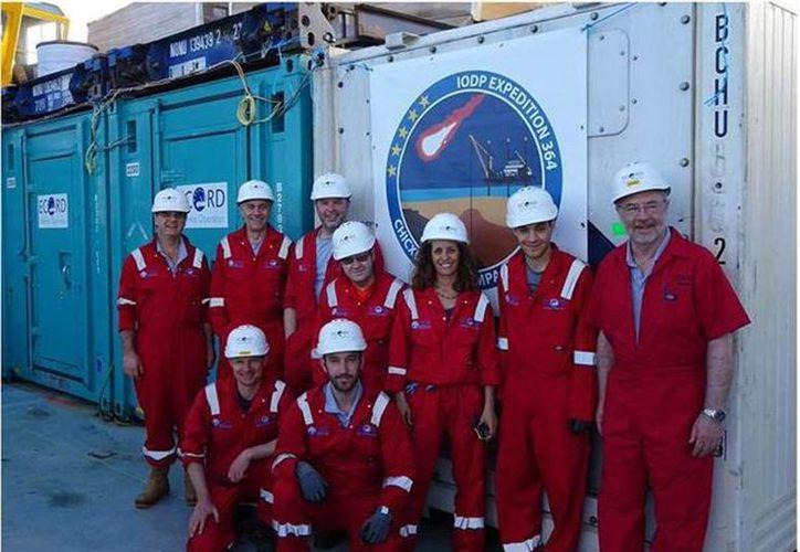 Especialistas de varias partes del mundo que participan en la Misión 364, cuyo objetivo es la perforación submarina del cráter de Chicxulub. (David Smith/cortesía)