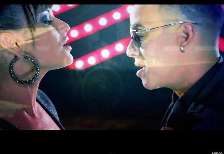 En el video, Daddy Yankee baila con Natalia Jiménez, exintegrante de La Quinta Estación. (YouTube)