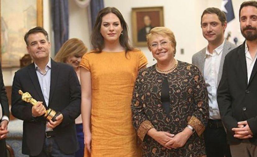"""La presidenta Michelle Bachelet recibió al equipo de la película """"Una mujer fantástica"""", galardonada con un premio Oscar. (Foto: El Mostrador)"""