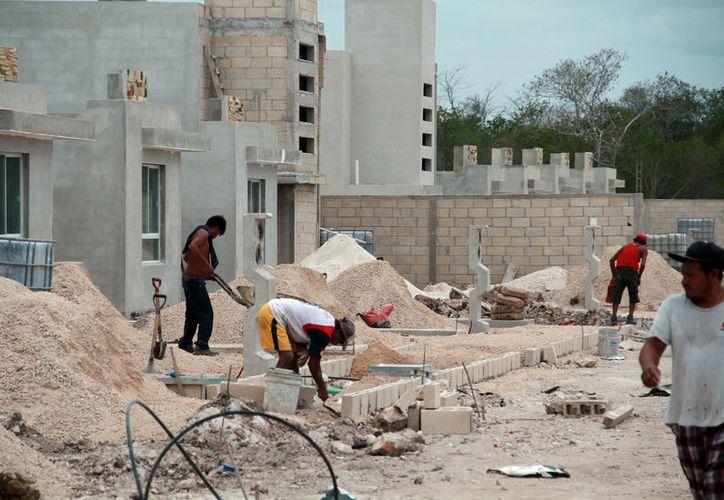 """Las casas-habitación serán más caras a partir del 1 de julio de 2017: el precio del cemento aumentó  y los constructores tendrán """"reflejar"""" el incremento en el costo final de las viviendas. (Archivo/Milenio Novedades)"""