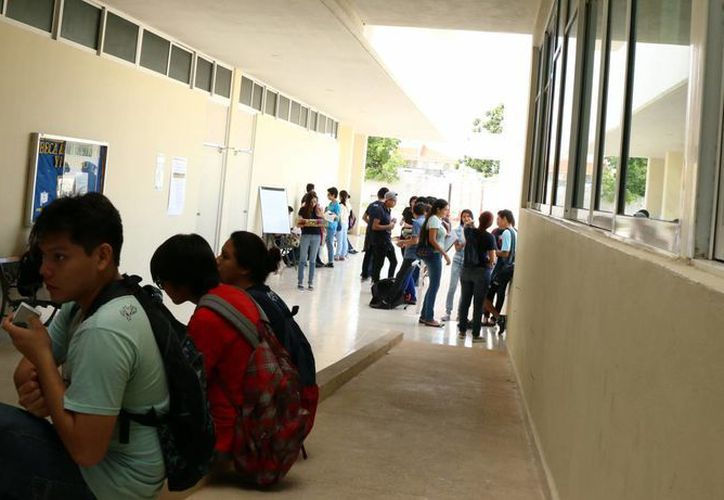 El retorno a las escuelas de la Uady será escalonado: este miércoles regresan los estudiantes que debieron materias del primer semestre. (Milenio Novedades)
