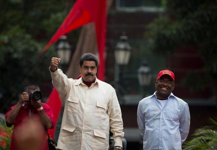 Nicolás Maduro prometió a los venezolanos tres años de 'expansión y felicidad'. (AP)
