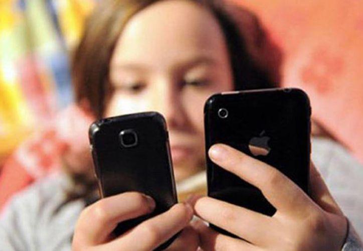 La dependencia a los smartphones es el precio que se paga por disfrutas de sus beneficios. (Cadenatres Noticias/Youtube)