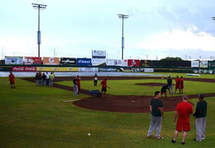 """El campo del """"Nelson Barrera Romellón"""" de Campeche se anegó. (Milenio Novedades)"""