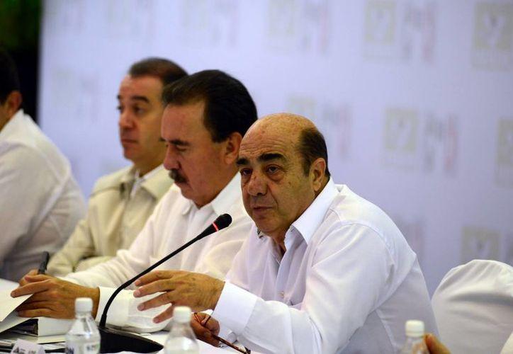 El procurador participó ayer en la IV Reunión Plenaria del Grupo Parlamentario del PRI-PVEM. (Luis Pérez/SIPSE)